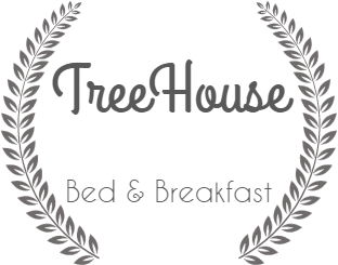 | Treehouse Accommodation in Byron Bay -