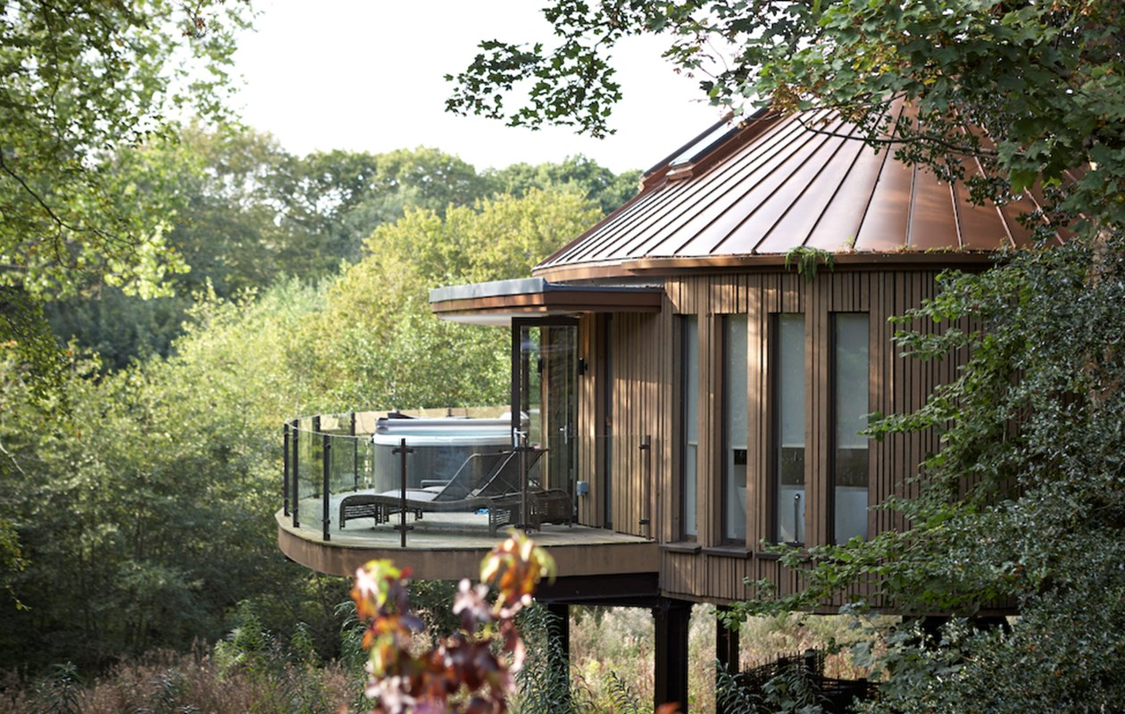 tree house suit in england